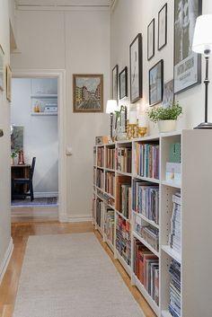 hallway bookshelves 91 Simple and amazing Hallway Bookshelf Ideas Home Decor Appartement Design, Apartment Entryway, Bookshelves, Bookshelf Ideas, Billy Bookcases, Bookshelf Design, Small Hallways, Hall Design, Home Libraries