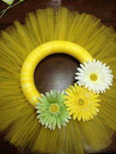 Items similar to Spring Tulle Wreath on Etsy Tulle Projects, Tulle Crafts, Wreath Crafts, Diy Wreath, Burlap Wreaths, Wreath Ideas, Christmas Mesh Wreaths, Easter Wreaths, Deco Mesh Wreaths