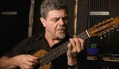 Los instrumentos #08: el ronroco ganador de Gustavo Santaolalla   RollingStone Argentina