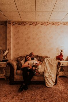 Vintage inspired retro wedding portrait | Image by Maggie Grace Photography