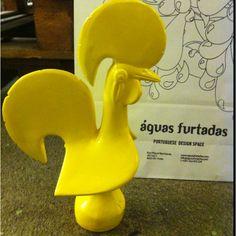 Ceramic pop minimal roaster from aguas Furtadas design info@aguasfurtadas.com