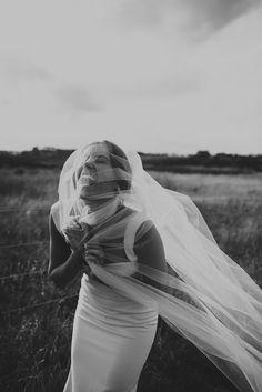 BEST OF 2017 : BRIDAL GOWNS // #wedding #bride #realwedding #realbride #hellomay #bridalgown #weddingdress #field #farmwedding