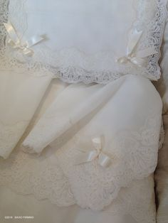 Precious Valencienne lace and satin ribbons adorn the sheet set for cradle, an article of the Collection of Accessories NOTTE FATATA by SAVIO FIRMINO #children #valencienne #lace #sheet #cradle #furniture #dreams
