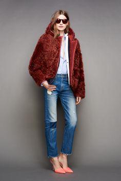 La femme qui habille l'Amérique. Sa marque branchée, J.Crew, était d'abord vendue par correspondance. Aujourd'hui, Jenna Lyons a 290 boutiques dans le monde. Comme Michelle Obama, on craque !