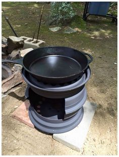Check out this DIY Wood Stove made from tire rims! How cool is that to make something from recycled projects. Outdoor Stove, Outdoor Fire, Outdoor Kocher, Diy Wood Stove, Brick Grill, Rims For Cars, Old Tires, Diy Fire Pit, Fire Pits