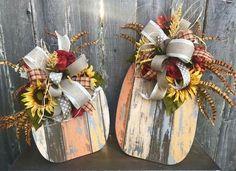 Infrumusetam si sarbatorim toamna cu aceste idei de decoratiuni sub forma de dovleci realizate din bucati de lemn. Priviti!
