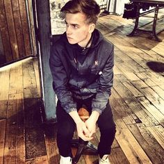 this joe sugg him and zoe and brothers and sisters