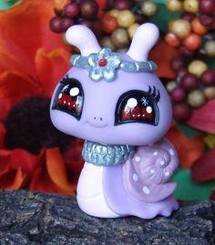 Littlest pet shop * Doodle Bear * Custom Hand Painted LPS Panda OOAK  #Hasbro | Littlest pet shops | Pinterest | LPs, Pet shop and Panda