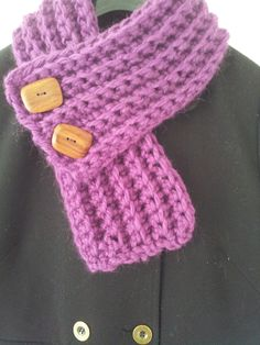 Free crochet pattern, using Erika Knight Maxi Wool, the wooden buttons really set it off.