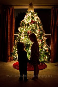 Photographing Kids in Front of a Christmas Tree from Faithful Steps Photography. Dark room (all the lights off in the house except for Christmas tree lights), f-stop 1.4, ISO 160, SS 1/15. Make sure kids stand still. Love this!! (@Jillian Medford Medford Smith)