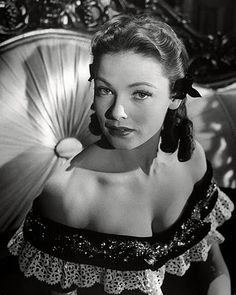 Vintage: Classic Portraits of actress Gene Tierney Golden Age Of Hollywood, Vintage Hollywood, Hollywood Glamour, Hollywood Stars, Hollywood Actresses, Classic Hollywood, Hollywood Divas, Gene Tierney, Classic Movie Stars