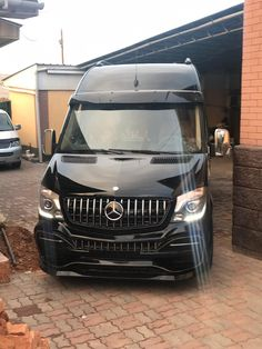 Mercedes Sprinter Camper, Mercedes Benz Trucks, Benz Sprinter, Van Conversion Campervan, Caddy Van, Luxury Motorhomes, Mercedez Benz, Vw Crafter, Mini Camper
