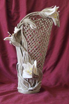 7 Artistic Clever Tips: Vases Fillers For Makeup Brushes vases drawing shape.Wall Vases With Flowers copper vases decor. Bottle Art, Bottle Crafts, Hobbies And Crafts, Diy And Crafts, Jute Flowers, Décor Antique, Antique Vases, Vintage Vases, Twine Crafts