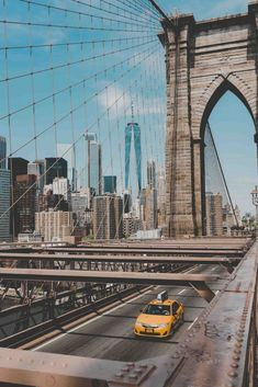itinerary by a local with the best things to do in New York City in 3 days Brooklyn Bridge, NYC. Read this article and discover a perfect NYC itinerary by a local. Read this article and discover a perfect NYC itinerary by a local. City Aesthetic, Travel Aesthetic, Blue Aesthetic, Empire State Building, New York Tipps, Photographie New York, Places To Travel, Places To Visit, Travel Destinations