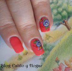 http://estilo-y-hogar.blogspot.com.es/2014/11/manicura-tropical-girl-ego-fabulux.html