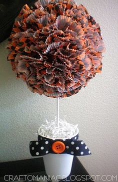 DIY Halloween Cupcake Liner Topiary - Really cute!-could use same idea with different wrappers for a party or shower halloween cupcakes Fall Crafts, Decor Crafts, Holiday Crafts, Holiday Fun, Diy Crafts, Holiday Ideas, Wreath Crafts, Thanksgiving Ideas, Holiday Baking
