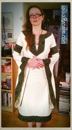 """""""…my new white/green 12th century short """"pull-over"""" dress finished :D http://embroidery.racaire.at"""""""