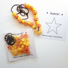 Make your own crisps necklace favor idea Little Presents, Little Gifts, Sloppy Joe, Bottle Label, Boy Birthday, Birthday Parties, Make Your Own, Make It Yourself, School Treats