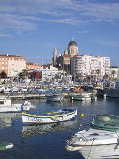 Le vieux port de Saint Raphaël Saint Tropez, Port Grimaud, Saint Maximin, French Countryside, South Of France, Cannes, Places Ive Been, Paris, Nature