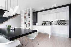 moderne Küche in schwarz und weiß