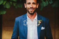 El color del traje de novio para la boda. En este post te presento las reglas y factores para elegir el color del traje de novio para la boda.