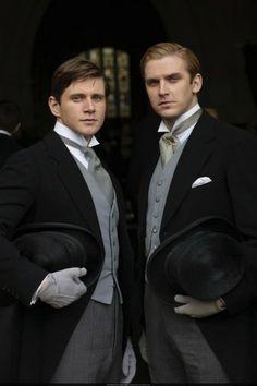Downton Abbey Matthew Crawley y Tom Branson: chófer. Es irlandés. Se enamora de Sybil, con quien se casa y tiene una hija.