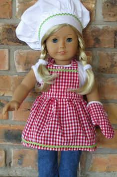 American Girl Doll Clothes Apron and oven mitt. American Girl Outfits, Ropa American Girl, American Doll Clothes, American Dolls, Sewing Doll Clothes, Baby Doll Clothes, Doll Clothes Patterns, Doll Patterns, Barbie Clothes
