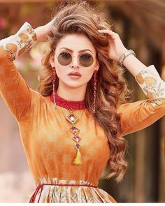 Urvashi rautela cutest face unseen latest hot sexy images of her body show and navel pics with big cleavage and bikini photos collection. Beautiful Bollywood Actress, Beautiful Indian Actress, Beautiful Actresses, Stylish Girls Photos, Stylish Girl Pic, Bollywood Celebrities, Bollywood Fashion, Indian Celebrities, Girl Pictures