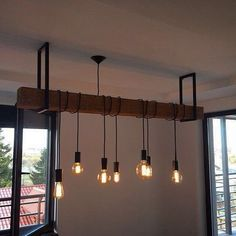 Idée de suspension avec poutre et luminaires style industriel Kitchen Lighting, Dining Room Lighting, Home Lighting, Lighting Design, Rustic Pendant Lighting, Dining Room Curtains, Dining Room Wainscoting, Billard, Industrial Lighting