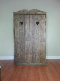 Leuke kast voor op een meisjeskamer/kinderkamer, steigerhout