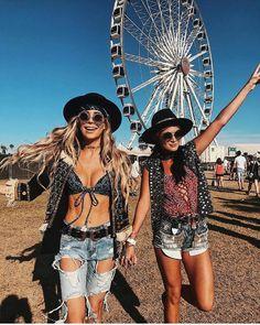 "2,891 Likes, 16 Comments - Coachella Style (@coachella.style) on Instagram: ""👱🏼♀️👧🏼| Via: @imnotsorrydarling"""
