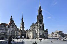 Blick von der Brühlschen Terrasse auf das Schloss, Katholische Hofkirche und Semperoper in Dresden von Karsten Kruckemeyer