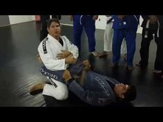Evolução BJJ - Saida da Guarda | Professor Murilo Pierucci - YouTube