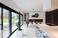 PhotographerAt Home Publishers Interior Design Lounge, Dining Room Inspiration, Glass House, Home Fashion, Style At Home, Bungalow, New Homes, Loft, House Styles