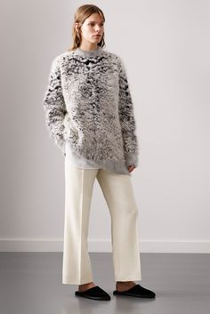 | Ports 1961 - Fall 2015 Ready-to-Wear - Look 5 of 34 | Textured Knit. The juxtaposition between fabrications and textures is what really stands out with this look. The big fluffy knit with the crisp tailored pant.