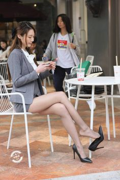 Tight Dresses, Nice Dresses, Girls Dresses, Beautiful Legs, Beautiful Asian Girls, Black Widow Scarlett, Pantyhose Fashion, Leg Pictures, Office Ladies