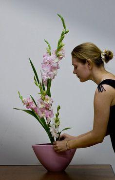 "Shoka with gladioluses. Author Ganna Nazarenko. Student of the Ukrainian branch of the school of Ikebana ""Ikenobo"" in Kiev. Photo by Sergey Kononenko"