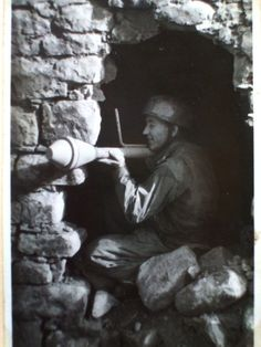 German paratrooper in Italy with a Panzerfaust