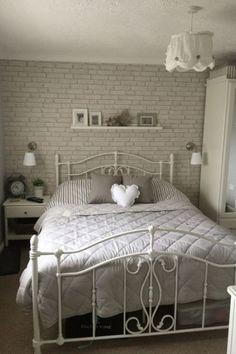 Lacné spálne komplety biele kovová posteľ