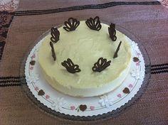Liian hyvää: Gluteeniton valkosuklaa-mangojuustokakku Cake, Desserts, Food, Pie Cake, Tailgate Desserts, Pie, Deserts, Cakes, Essen