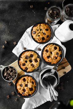 Deep Dish Chocolate Chip Cookies (Vegan+GF) Fast Healthy Meals, Easy Healthy Recipes, Sweet Recipes, Whole Food Recipes, Eating Healthy, Cookies Vegan, Healthy Cookies, Healthy Desserts, Breakfast Items