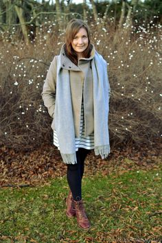 How to wear a grey scarf and red shoes, go to see more from http://omanelamansamalli.blogspot.fi/2015/12/christmas-eve.html #blogger #winteroutfit #greyscarf