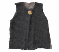 Two tone vest with a big button