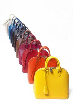 The first line of leather Louis Vuitton , who was born almost 30 years, was renewed this season and is dyed the colors most desirable in a model of iconic handbag.