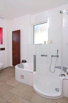 Besonders für kleine und barrierefreie Bäder praktisch: Die Duschbadewanne