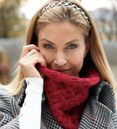 Beautifully patterned and quick to knit, the Lightning Fast Lattice Cowl will help you look cool without getting cold. Before you know it, you& be looking for excuses to brave the cold in order to show off your gorgeous cable knitting patterns. Cable Cowl, Cable Knit Hat, Knit Cowl, Knit Crochet, Knitted Cowls, Crochet Scarves, Cable Knitting Patterns, Free Knitting, Cowl Patterns
