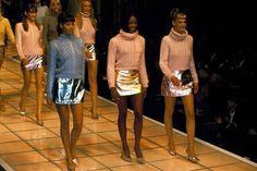 Versace F/W 1994 Models: Carla Bruni, Emma Sjoberg, Claudia Schiffer, Christy Turlington, Naomi Campbell & Linda Evangelista Asos Fashion, Love Fashion, Fashion News, Fashion Models, Vintage Fashion, Fashion Clothes, Gianni Versace, Donatella Versace, Versace Versace