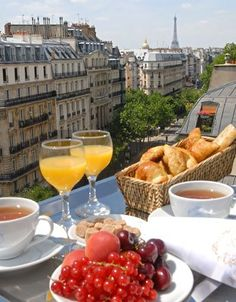 Petit dejeuner - breakfast in Paris - breakfast in France won't include bacon, eggs or hashbrowns!