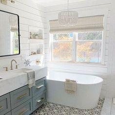 #FlooringStore Bad Inspiration, Bathroom Inspiration, Bathroom Ideas, Bathroom Organization, Bathroom Things, Master Bathroom Layout, Master Bathrooms, Bathroom Remodeling, Master Bathroom Designs