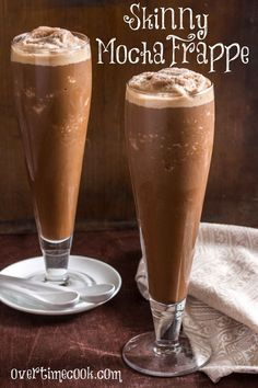 Treat yourself without indulging in too many calories - try this Skinny Mocha Frappe! Smoothies, Smoothie Drinks, Smoothie Recipes, Drink Recipes, Yummy Recipes, Low Carb Drinks, Low Carb Desserts, Low Carb Recipes, Healthier Desserts